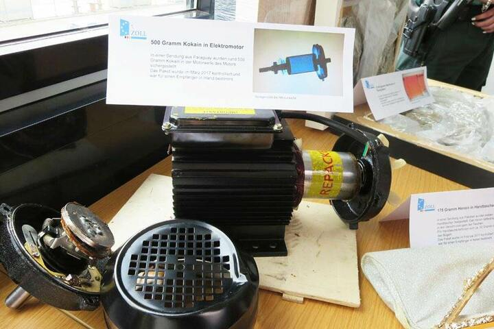 Auch ein Motor stellt anscheinend ein gutes Versteck für Rauschmittel dar - oder eben auch nicht...