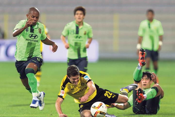 Der zweite Gegner kommt aus Südkorea: Am 18. Januar geht es gegen Jeonbuk Hyundai - hier einem Spiel gegen Borussia Dortmund.