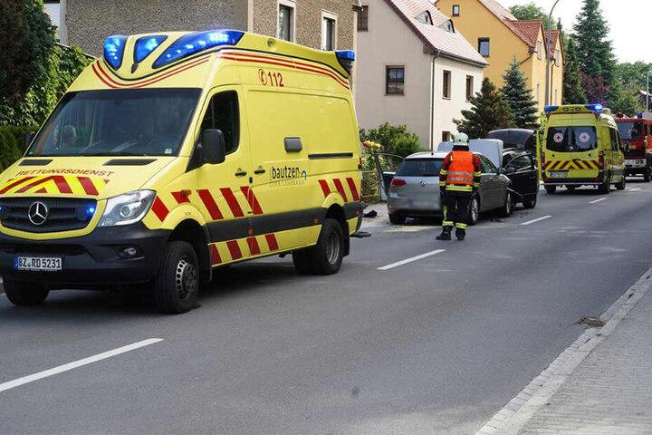 Neben dem Rettungsdienst war auch die Feuerwehr im Einsatz.