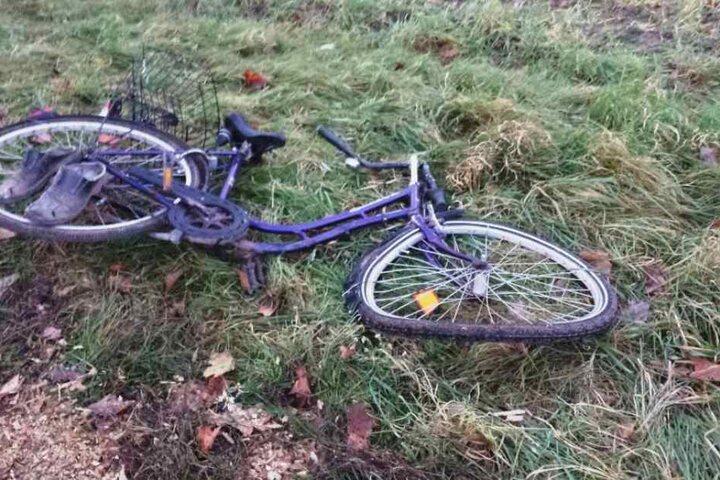 Der 84-Radfahrer wurde unter dem Anhänger eingeklemmt, verstarb später im Krankenhaus.