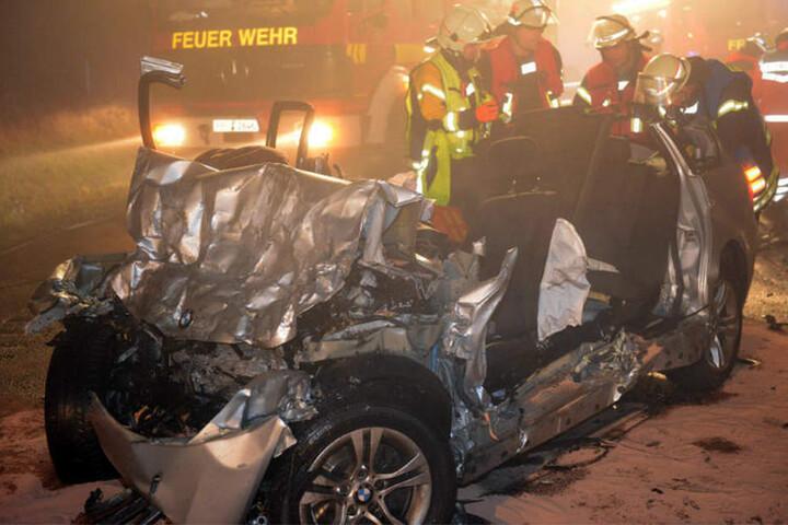 Sämtliche Autos waren nach dem Unfall nur noch Wracks.