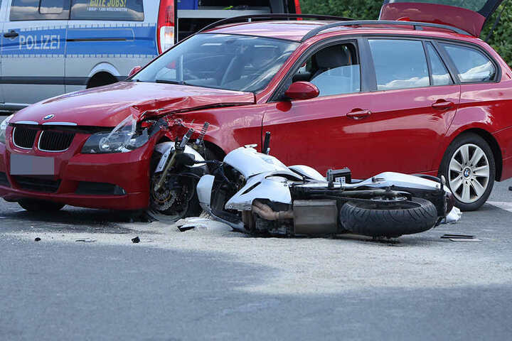 Zum Crash kam es vermutlich wegen eines Vorfahrtsfehlers.