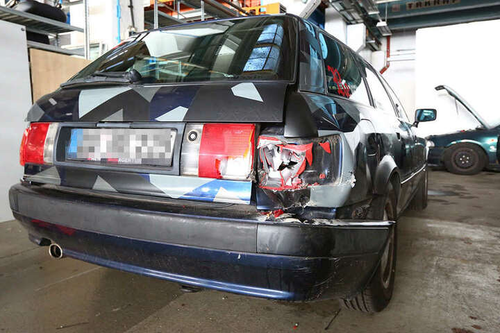 Philipps Auto ist nach dem Hallen-Crash zu nichts mehr zu gebrauchen.