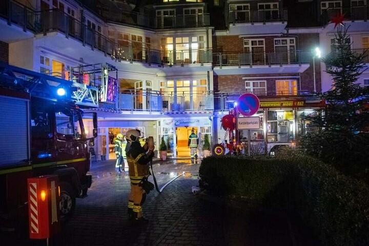 Die Feuerwehr ist in der Nacht zu Mittwoch zwei Mal zu einem Altenheim in Stockelsdorf ausgerückt.