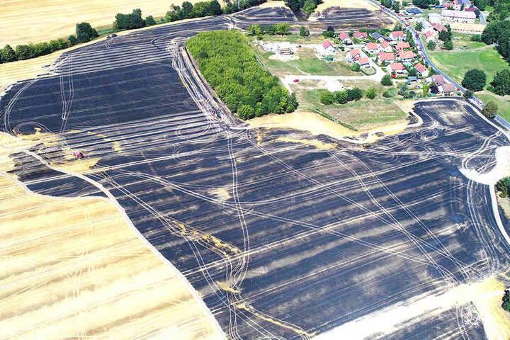 Die zerstörte landwirtschaftliche Nutzfläche aus der Luft gesehen.