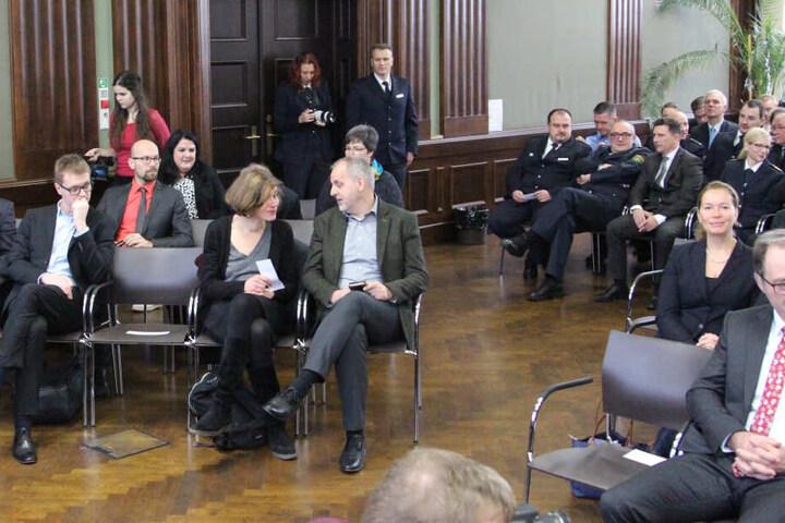 Unter anderem wollten Juliane Nagel (40, Die Linke, Mitte) und Torgaus Oberbürgermeisterin Romina Barth (35, CDU, rechts im Bild) gratulieren.