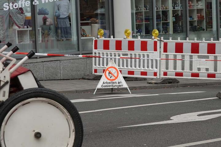 Ein Warnschild weist auf die Arbeiten an der Gasleitung hin. Dabei wurde diese jedoch beschädigt.