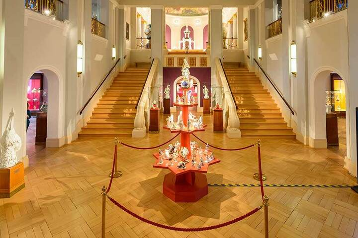 Die Puppen sind Teil der großen Weihnachtsausstellung in der Erlebniswelt der Manufaktur.