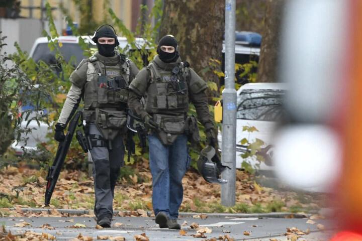 Beamte eines Spezialkommandos beim Einsatz in Bochum.
