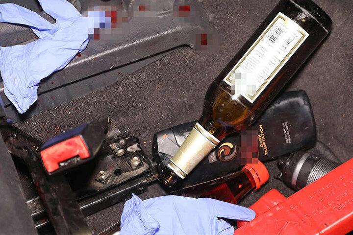 Im Inneren des Autos wurde unter anderem diese Bierflasche gefunden.