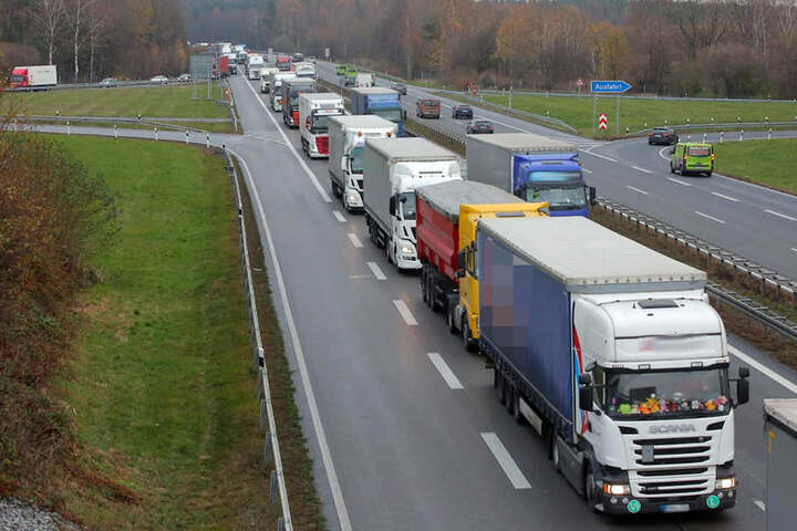Nach einem Unfall gibt es aktuell 12 Kilometer Stau auf der A4.