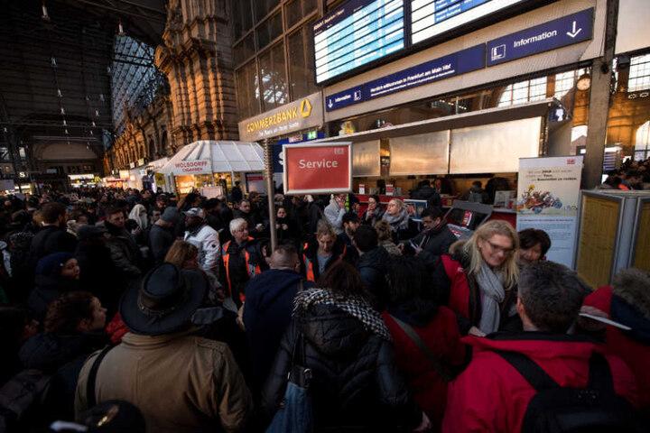 Am Freitag sollen die Bahnen wieder fahren – mit Einschränkungen.