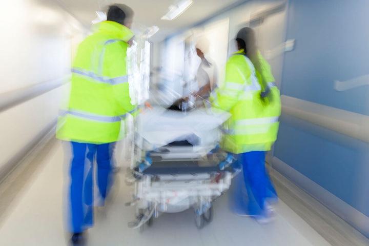 Im Krankenhaus erlag das Unfallopfer seinen Verletzungen. (Symbolbild)