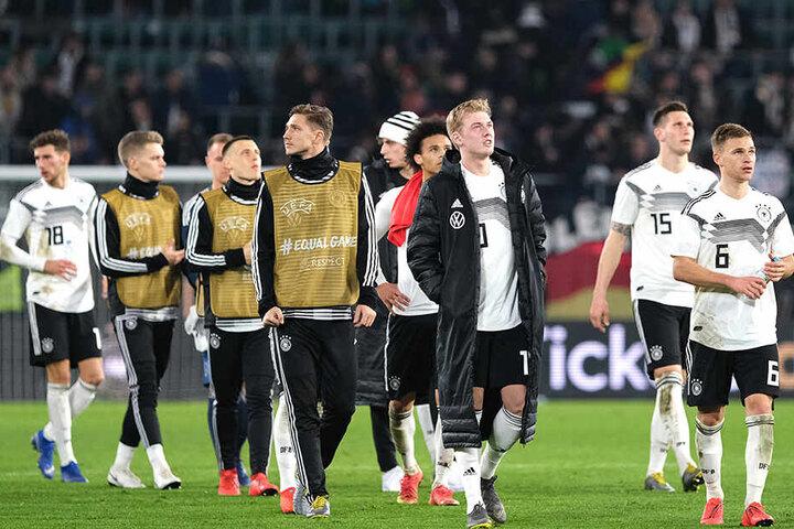 Deutsche Spieler wurden von den eigenen Fans beleidigt. Besonders heftig traf es Ilkay Gündogan und Leroy Sané (4.v.r.).