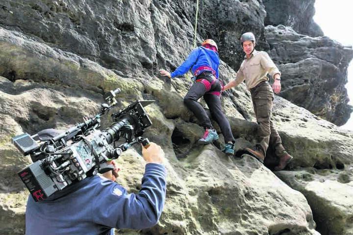 Bevor sich Philipp Danne (r.) an den Felsen traute, absolvierte er ein Klettertraining in Köln.