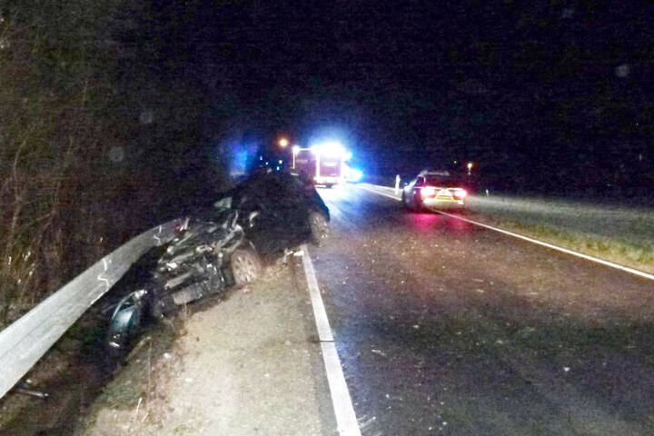 Eine Frau rammte in Porta Westfalica-Nammen mit ihrem Wagen in die Leitplanke. Dabei wurde sie und ihre drei Kinder verletzt.