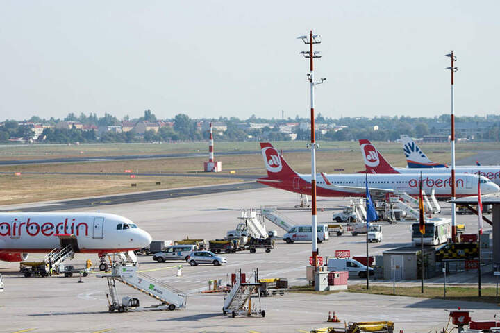 Air Berlin will die Anzahl seiner Flieger halbierenund muss damit auch an Personal einsparen.