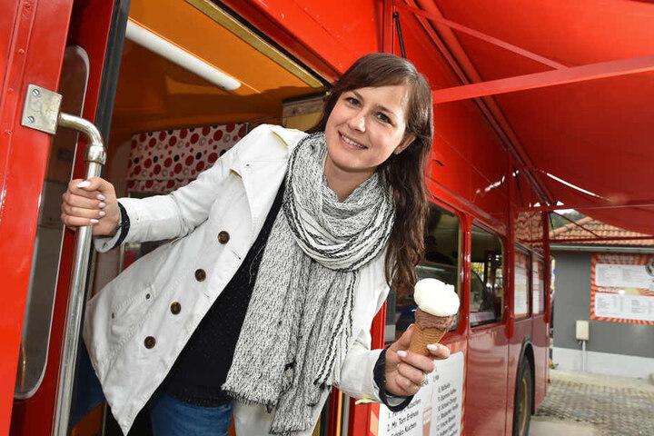 Einsteigen und genießen: Betreiberin Bianca Sickert (32) hofft mit ihrem  Eisbus auf viele Gäste.