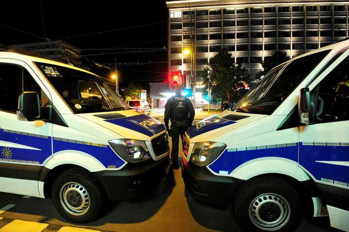 Insgesamt waren 100 Polizisten und 20 Justizbeamte im Einsatz.