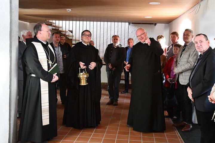 Nach der Segnung ging es zum Rundgang durch die Klosteranlage.