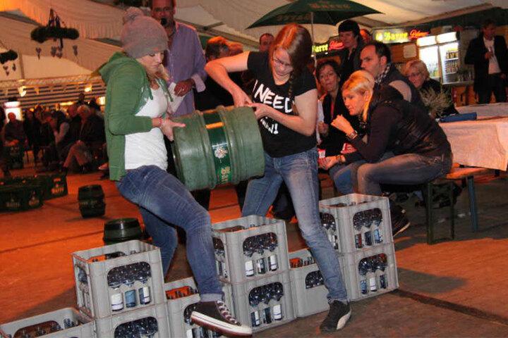 Das Bierfassrollen begeistert vor allem Erwachsene.