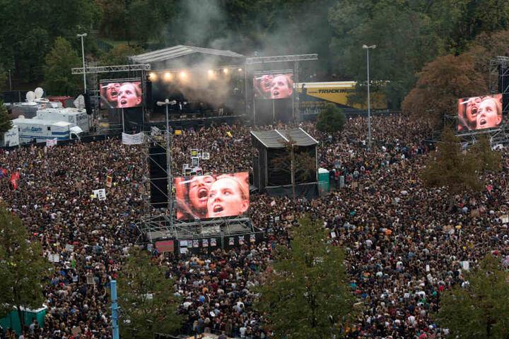 Blick auf die Bühne beim Konzert #wirsindmehr in Chemnitz.