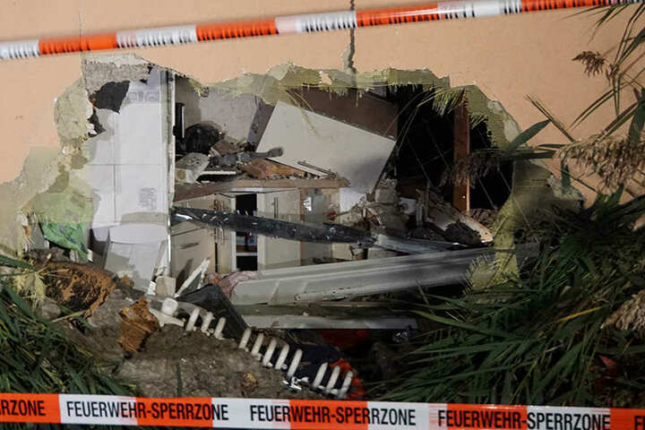 Die Küche ist nicht mehr wiederzuerkennen. Ein riesiges Loch wurde ins Häuschen gerissen.