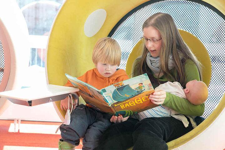 Die schicken Sessel in der neuen Zentralbibliothek sind ein beliebter Rückzugsort. Übrigens: Die Anmeldungen durch Kinder stiegen um 6,8 Prozent.
