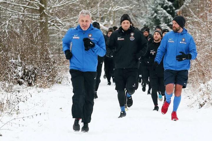 Bei winterlichem Wetter stand ein Acht-Kilometer-Lauf auf dem Programm.