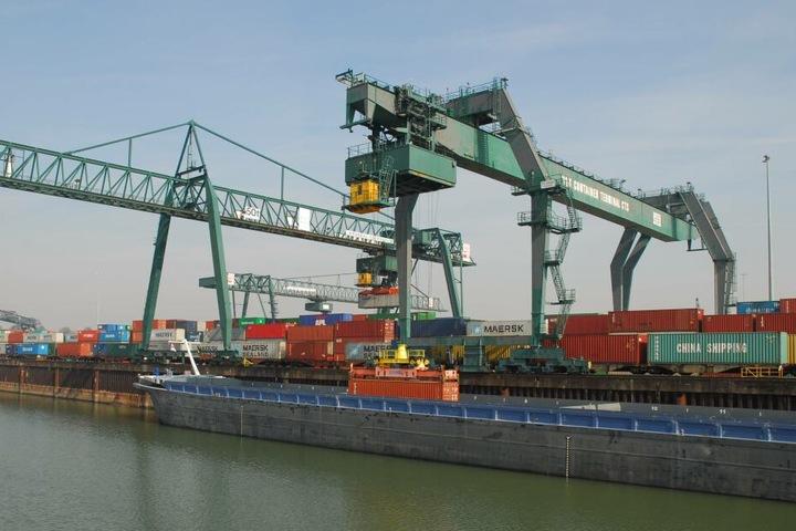 Der Überseehafen in Hamburg.