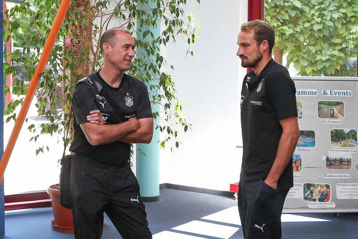 Sportchef Toni Wachsmuth (r.) und Trainer Joe Enochs haben den geplanten 23-Mann-Kader der Zwickauer zusammen.