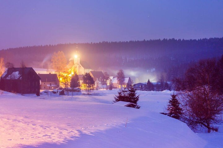 In Marienberg-Kuehnhaide (721m) wurden am Montagmorgen eisige minus 22 Grad gemessen.
