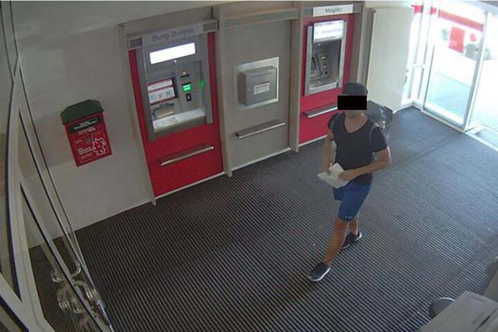 Gegen 13.50 Uhr betrat der Mann die Bank.