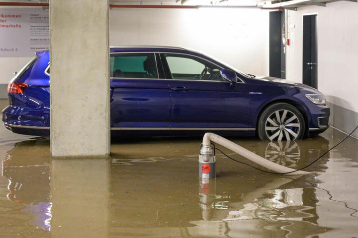In der Tiefgarage des neuen Bauhaus, standen die Autos mitten im Wasser.