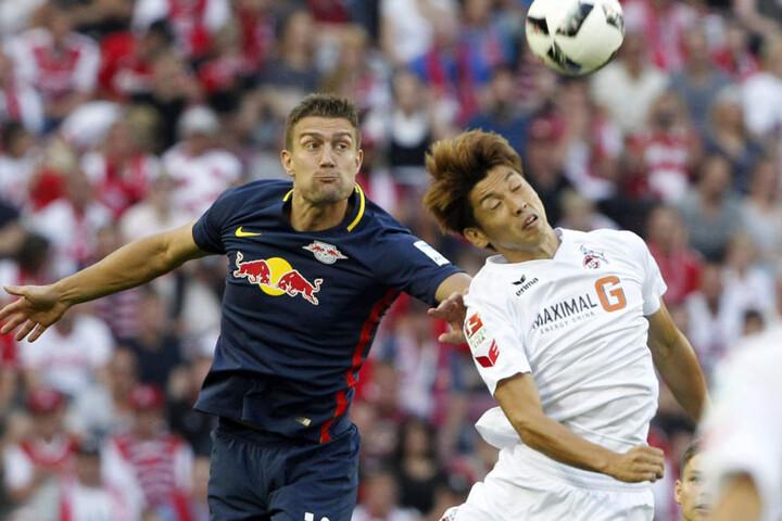 In der letzten Saison holte RB Leipzig (hier Stefan Ilsanker, li.) in Köln (hier Yuya Osako, re.) ein 1:1. Zuhause gewann der spätere Vizemeister 3:1.