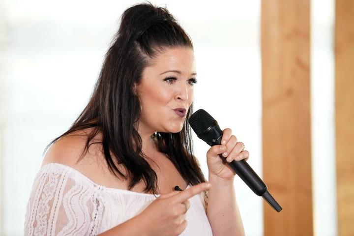 Bei DSDS zeigte Jennifer, wie gut sie singen kann.