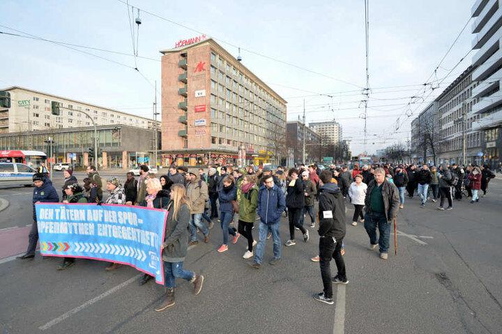 """Das Bündnis """"Chemnitz Nazifrei"""" veranstaltete einen Täterspurenrundgang im Zentrum."""