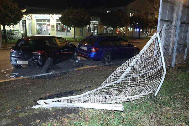 Zwei weitere Autos wurden beschädigt, bevor der Audi den Zaun durchbrach.