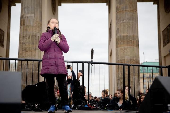 Greta Thunberg (16) besuchte erst vor Kurzem Berlin, hier hält sie eine Rede vor dem Brandenburger Tor.