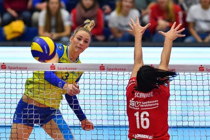 Die Ex-Dresdnerin Louisa Lippmann  (li.) war die überragende Spielerin auf dem Parkett, konnte die Schweriner Niederlage nicht verhindern.