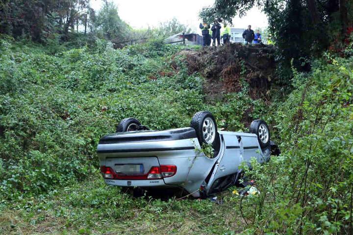 Der Toledo krachte aufs Dach, der Fahrer (37) wurde schwer verletzt.