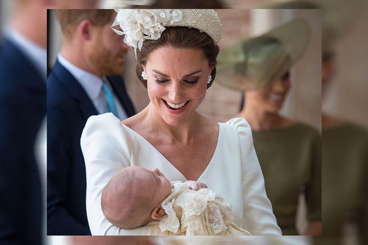 Herzogin Kate trägt ihren Sohn zur Taufe in die Kapelle des St.-James's-Palastes. Getauft wurde der Kleine auf den Namen Louis Arthur Charles.