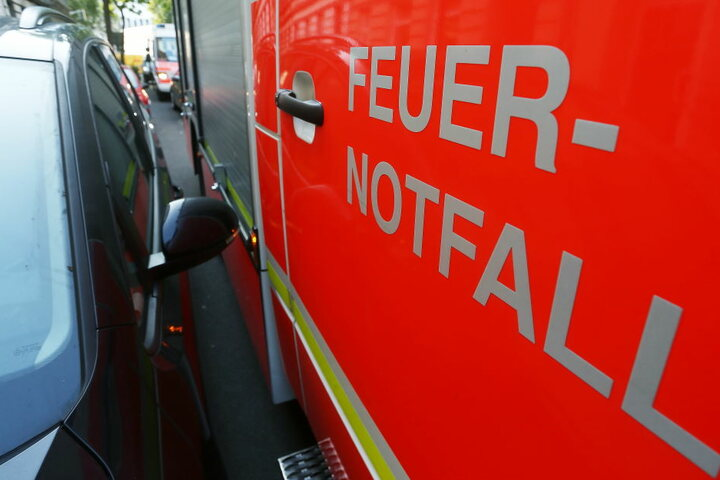"""Zugeparkte Wohnstraßen und blockierte Rettungswege kosten häufig wertvolle """"Rettungszeit""""."""