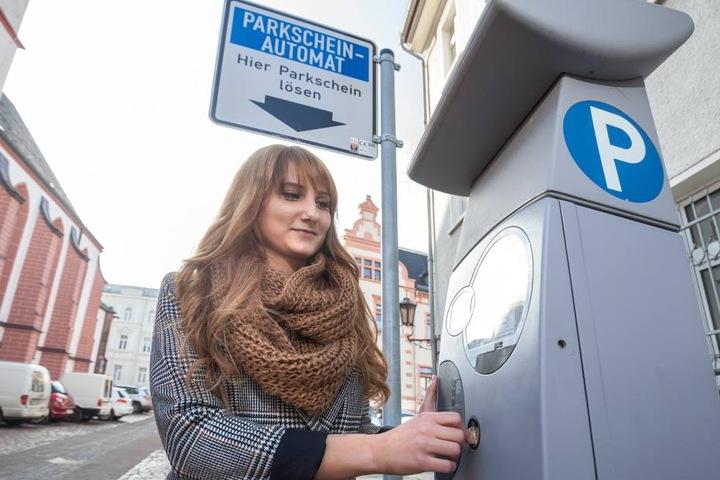 Melanie Knöfel (26) freut sich über die günstigen Gebühren in Crimmitschau.