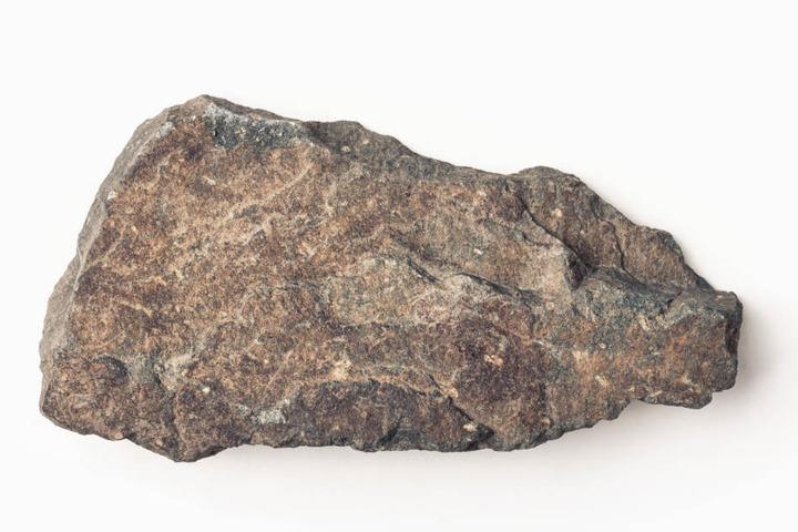 Der Mann soll seinem Kontrahenten bei einem Streit einen Stein auf die Stirn geschlagen haben. (Symbolbild)