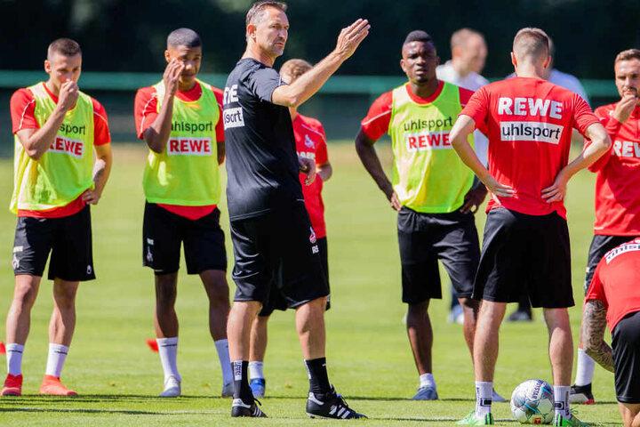 FC-Trainer Achim Beierlorzer und einige Spieler beim Trainingsauftakt am 4. Juli.