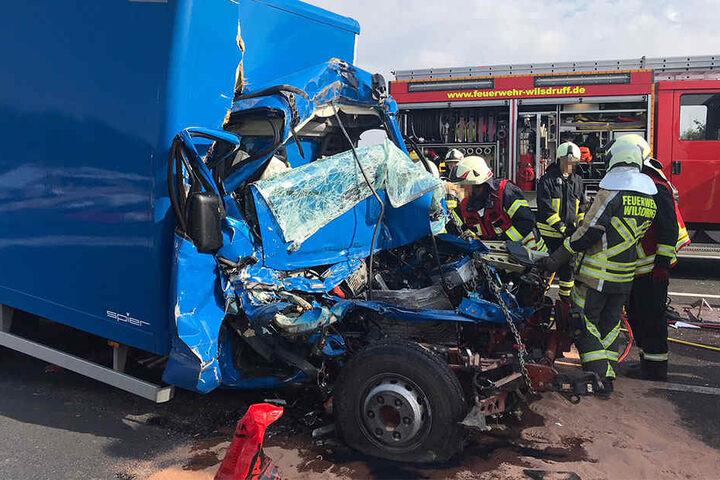 Der Fahrer des Unfallfahrzeugs wurde eingeklemmt und konnte nicht mehr gerettet werden.