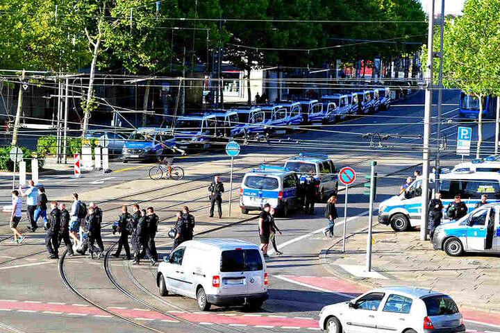 Ab dem späten Nachmittag bis in die Nacht hinein zeigte die Polizei verstärkte Präsenz in der Innenstadt.