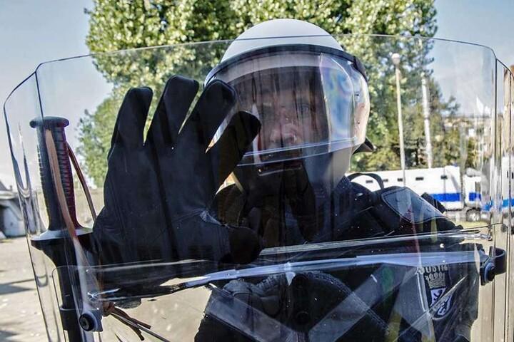 Die Schutzausrüstung für die Bediensteten der Justizvollzugsanstalten.