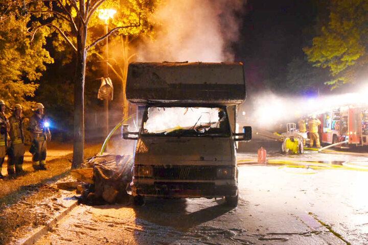 Trotz schneller Löschung: Das Wohnmobil brannte vollständig aus.